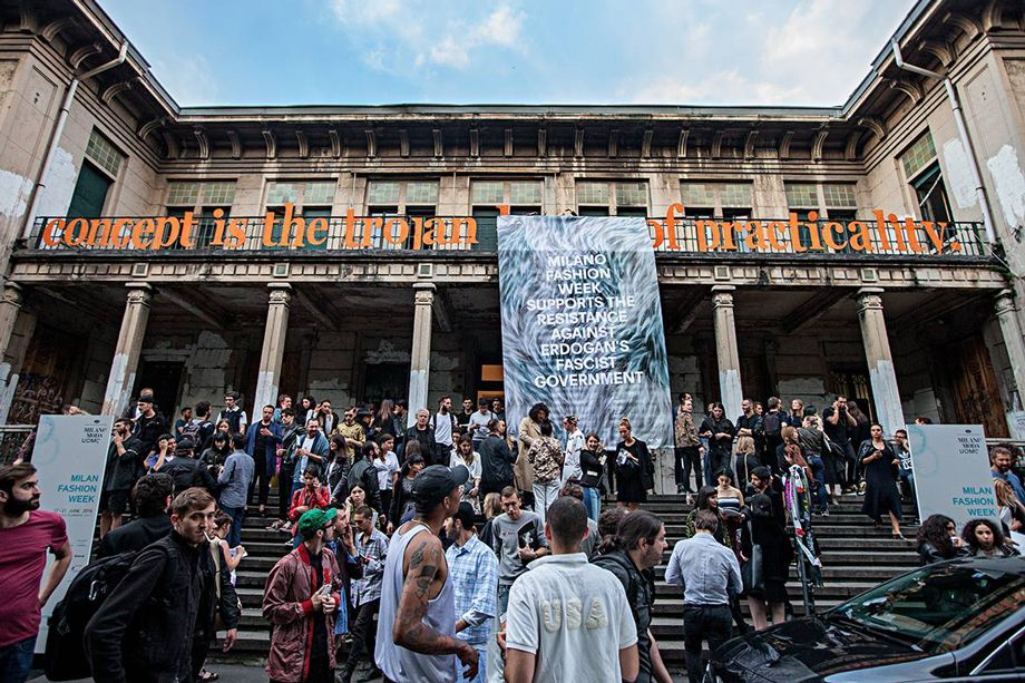 Macao protests against Turkish government, Fashion Week Milan, juni 2016. Foto: Luca Chiaudano.